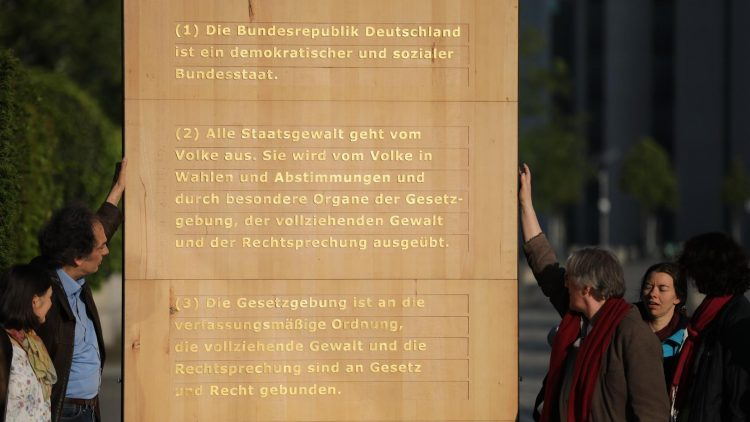 Grundgesetz abgeräumt!