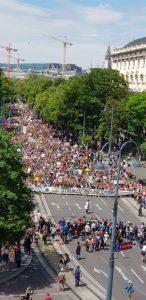Miles de personas se manifiestan a favor de la protección del clima en Viena