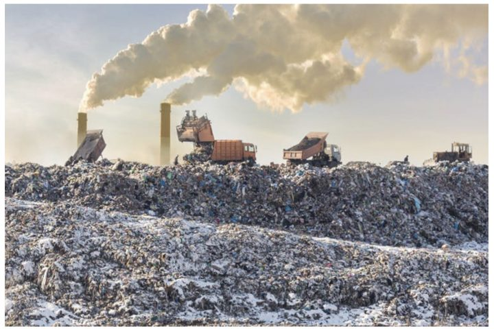 El plástico calienta el planeta dos veces más que la aviación – así es como logramos que sea amigable con el medioambiente