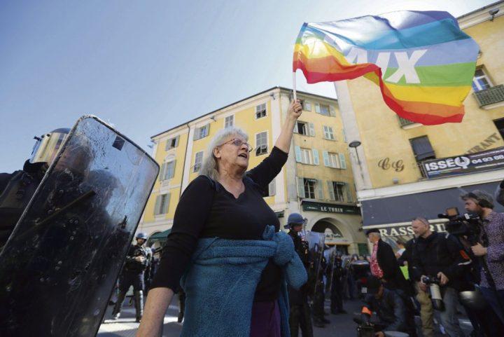 Geneviève Legay, la activista de Attac herida en Niza, regresa a casa