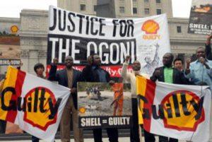 """Crimini contro gli Ogoni, tribunale olandese: """"Il processo contro Shell vada avanti"""""""