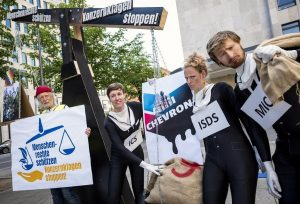 Proteste der internationalen Zivilgesellschaft am globalen Anti-Chevron-Tag