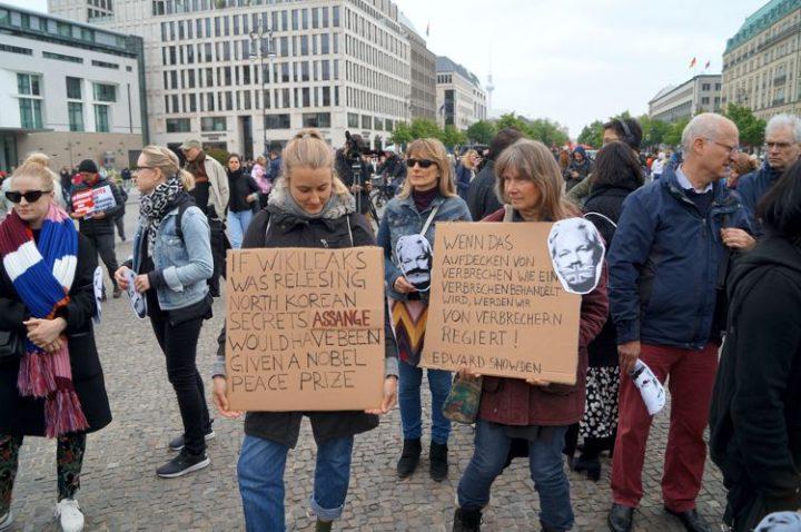 Wir_alle_sind_Julian_Assange6