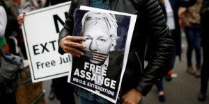 """L'ONU considera """"sproporzionata"""" la sentenza contro Assange per violazione della libertà vigilata"""