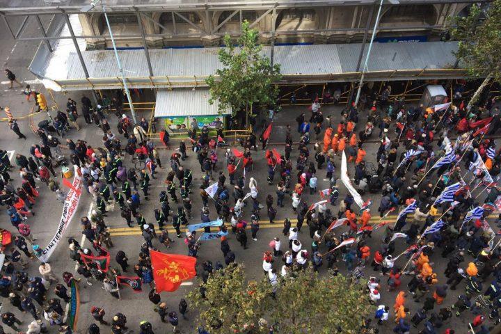 Trabalhadores da Petrobras fazem greve geral em Montevidéu