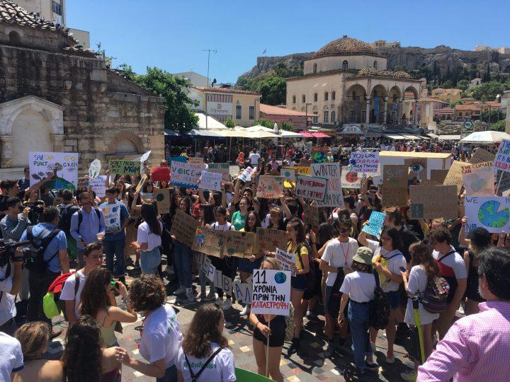 Μαθητές της Αθήνας «απεργούν» για το περιβάλλον