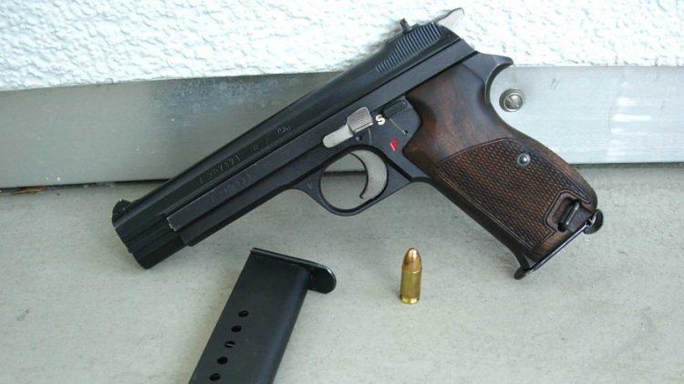 Gli svizzeri dicono sì a una legge più restrittiva sulle armi