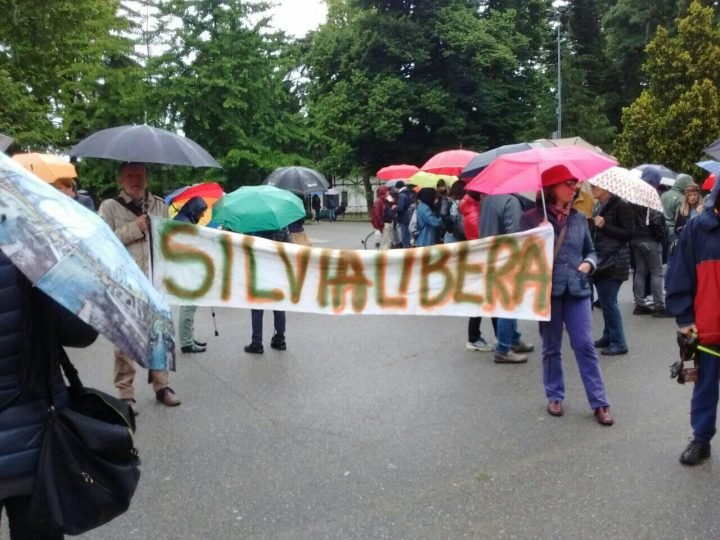 """Milano, grande partecipazione al """"girotondo per Silvia"""""""