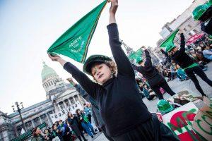 Feministas retomam luta pela legalização do aborto no Congresso argentino