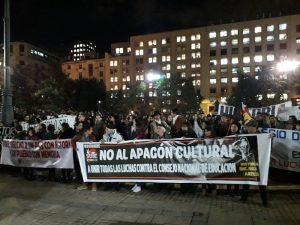 Professores chilenos entram em greve contra o sucateamento da educação pública