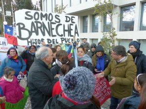 Diputado Hirsch y vecinos de Lo Barnechea se manifiestan contra desalojo impulsado por alcalde