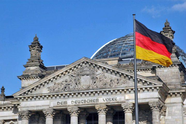 Parlamento alemão aprova flexibilização de deportações