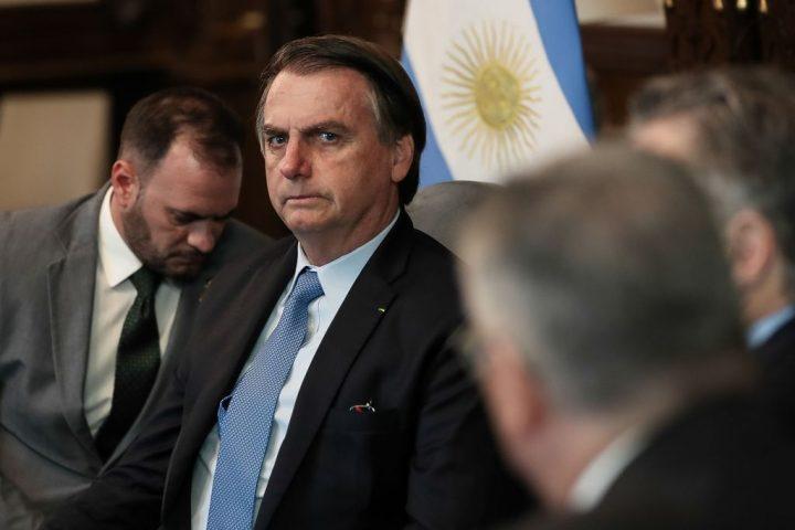 Con Bolsonaro, Brasil corre el riesgo de convertirse en una 'idiocracia', dice Le Monde