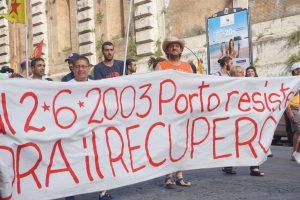 """""""Stop sgomberi"""", in migliaia in piazza a Roma per il diritto all'abitare"""