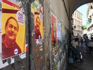Napoli tappezzata con manifesti 'Je so Mimmo' a sostegno di Lucano