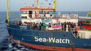 Rassemblement citoyen à Nice en soutien de l'équipage du navire Sea-Watch3