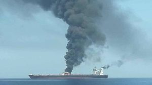 Dos buques petroleros evacuados cerca del estrecho de Ormuz tras denuncia de explosiones