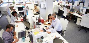 Trabajar al menos un día a la semana reduce en 30 % el estrés, la ansiedad y la depresión