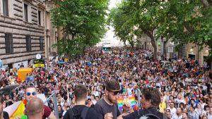 In 700mila al Roma Pride, c'è anche la Madonna dei femminielli contro Salvini