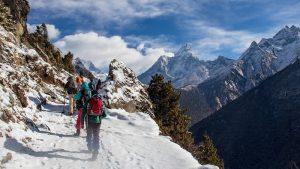 Lanzan una operación de búsqueda de ocho alpinistas desaparecidos en el Himalaya