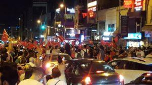 La festa di Istanbul per la rielezione di Ekrem Imamoglu