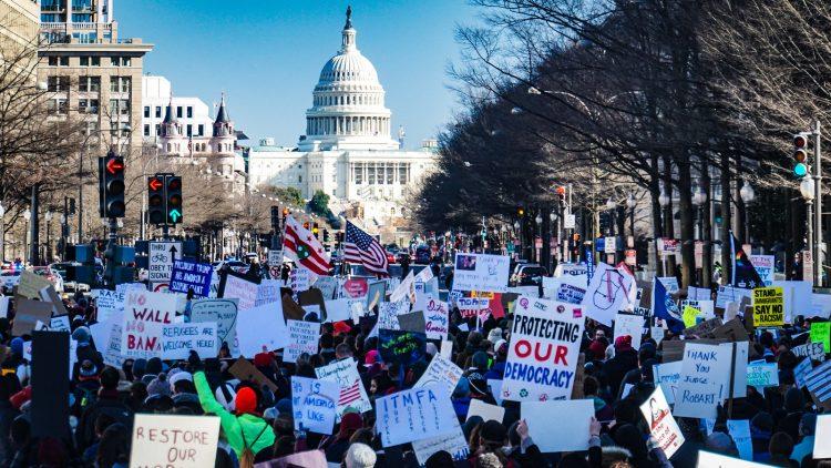 Eine amerikanische Studie fand kürzlich, dass für eine erfolgreiche Protestbewegung gewaltfreien Widerstands nur 3,5% der Bevölkerung nötig sind und dass gewaltfreier Widerstand doppelt so effektiv ist wie Widerstand mit Gewalt.