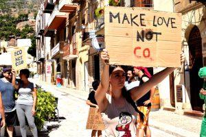Dopo il blitz contro Banca Intesa: Extinction Rebellion propone un'Assemblea