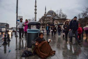 È caccia al siriano ad Istanbul: fermi, retate e rimpatri coatti dei rifugiati siriani in Turchia