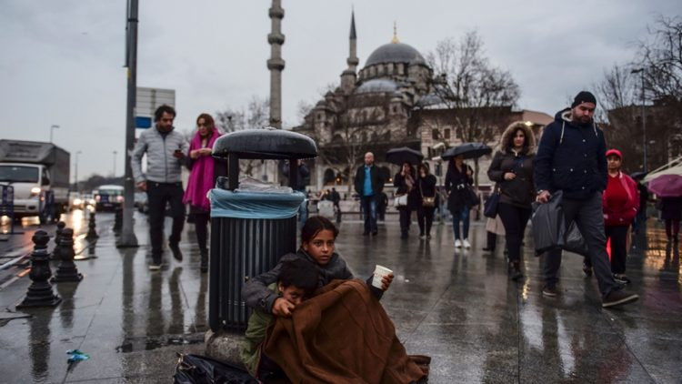 Istanbul: bambini rifugiati siriani