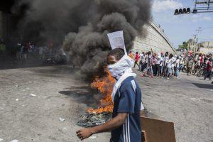 Rabbia e disperazione ad Haiti: MSF cura i feriti nei violenti scontri
