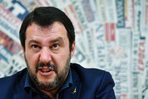 """Facebook elimina i post di Salvini """"considerati propagatori di odio"""""""
