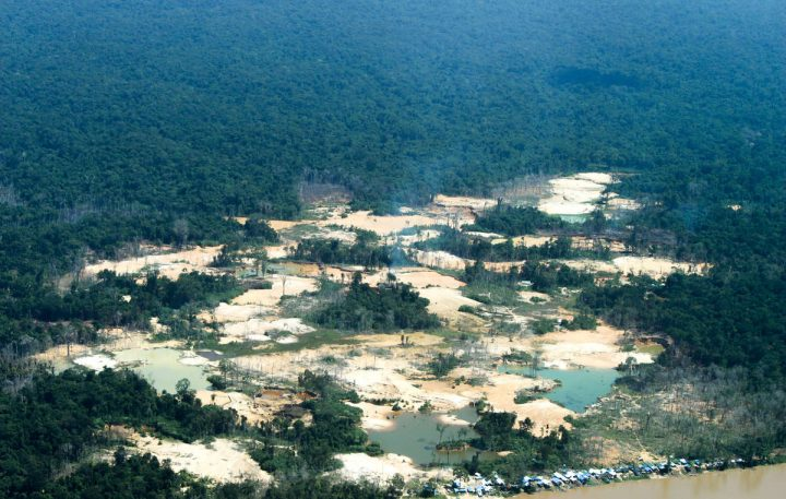Brasile: migliaia di cercatori d'oro invadono il territorio yanomami