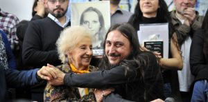 «Benvenuto Matías», il 130mo nipote ritrovato in Argentina