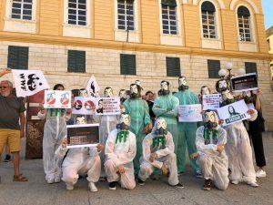 """Flash mob """"La casa è in fiamme!"""", proteste per il cambiamento climatico in tutta Italia"""