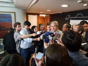 Al ritmo de «Bella Ciao», Mario Aguilar anuncia el fin del paro de los profesores en Chile