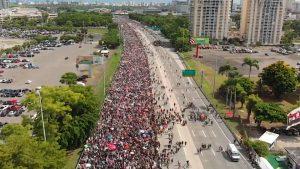 """""""¡Ricky Renuncia!"""": Miles de puertorriqueños exigen la destitución del gobernador Rosselló por la corrupción y el escándalo de """"RickyLeaks"""""""