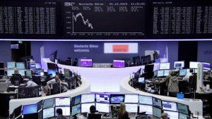 Temor de recessão global derruba bolsas e faz dólar disparar no Brasil