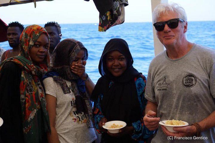 Richard Gere a Lampedusa per dare supporto alle persone a bordo da 9 giorni dell'Open Arms