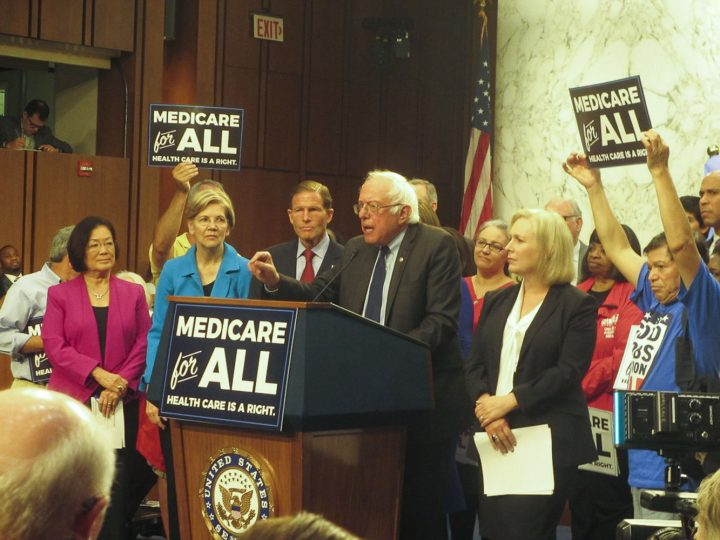 """USA, i piani democratici sulla sanità: scontro fra """"socialisti"""" e moderati"""