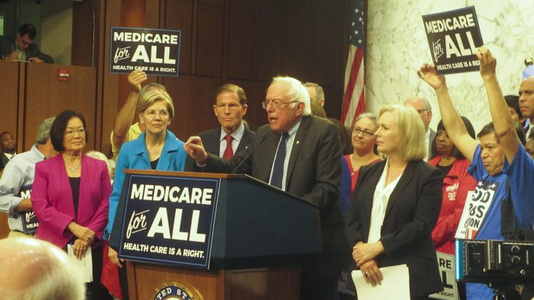 Bernie Sanders introduce il Medicare for all Act nel 2017
