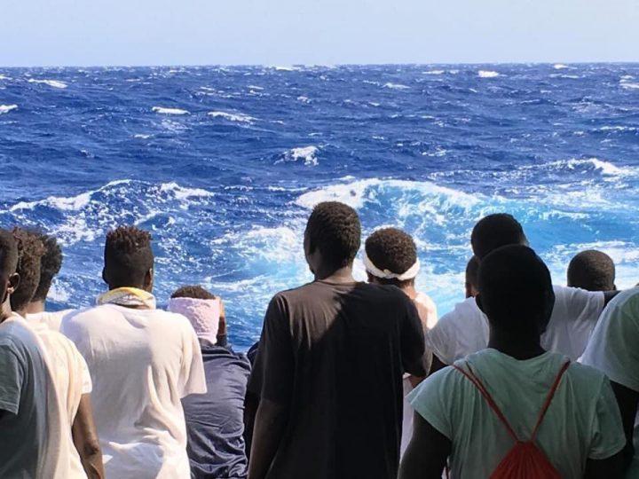 Open Arms, 27 menores sin acompañantes son desembarcados