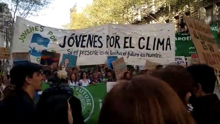 Historische 10 Millionen Menschen waren weltweit bei den Klimastreiks am 21. und 27. September unterwegs, um ein Ende der politischen Untätigkeit zur Klimakrise zu fordern. Eine Sammlung von Bildern aus vielen Ländern der Welt vom letzten Freitag.