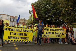 Gilets Jaunes. Marche citoyenne à Libourne en France
