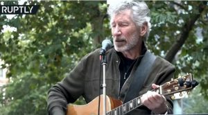 "Roger Waters, bassist of Pink Floyd performs ""Wish You Were Here"" for the Assange demonstration in London."