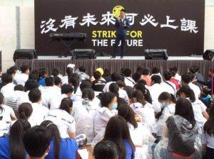 A Hong Kong gli studenti pro democrazia boicottano la riapertura delle scuole