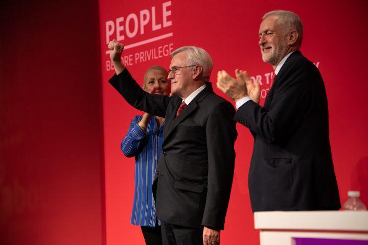Royaume-Uni : Le parti travailliste s'engage à fermer les centres de détention pour migrants