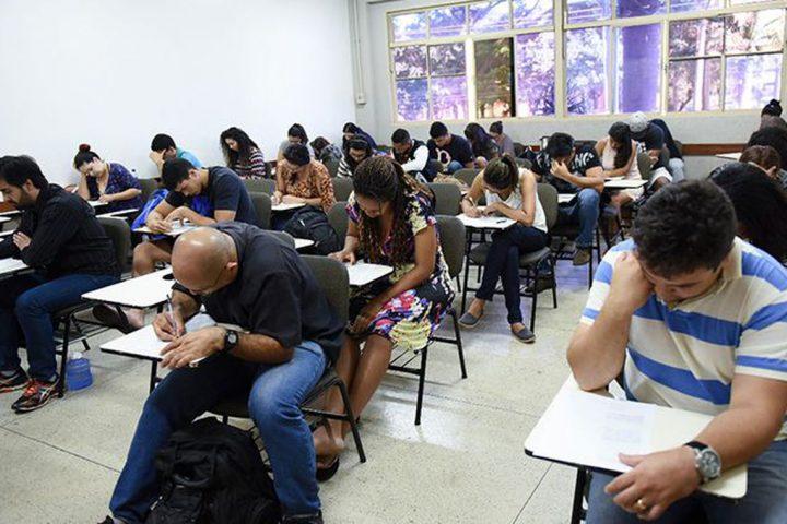 Mais de 1,8 mil brasileiros fazem hoje o Encceja Exterior