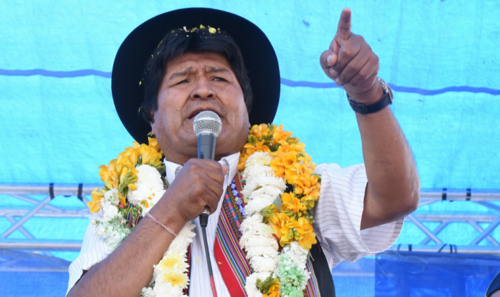 A um mês da eleição presidencial, pesquisa aponta vitória de Evo Morales