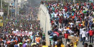 La caída más larga del mundo: Crónica de una nueva jornada de protestas en Haití