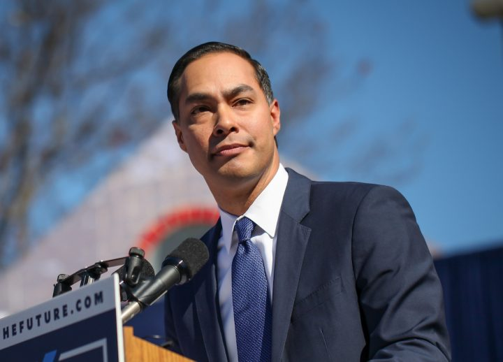 Julián Castro's Monolingualism: a Failure or Just Standard Assimilation?